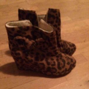 Leopardwedges med