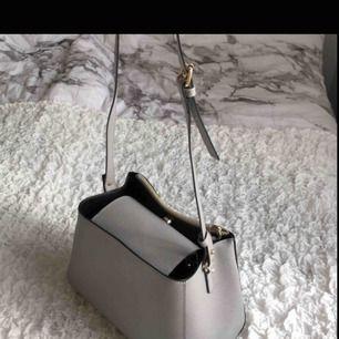 Superfin grå väska! Nyskick! Köpt på Zara!
