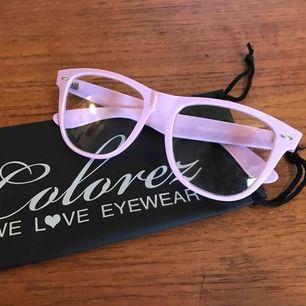 Glasögon, dom är använda och har små repor i glasen, väldigt små, så dom syns inte på bild. 10:- plus frakt 9:- =19:- totalt