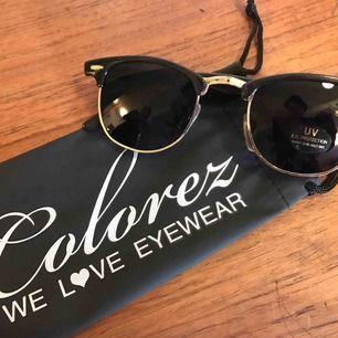 Club Master modell. Nya, svarta och skickar med en solglasögon påse.