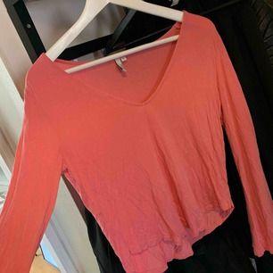 Oanvänd rosa långärmad tröja från Nelly.com, vida ärmar