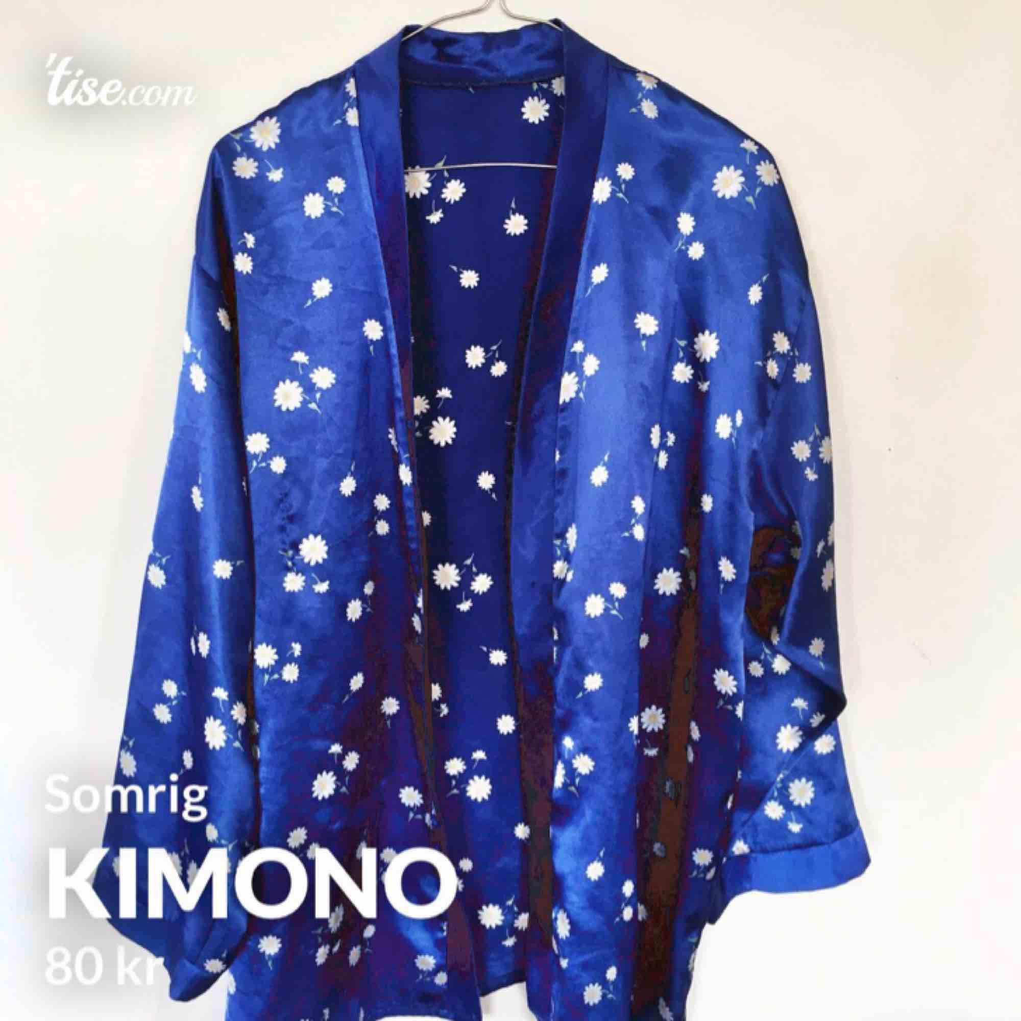 Superfin skjorta/kimono med blommor!. Tröjor & Koftor.