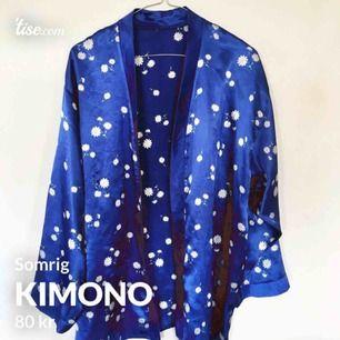 Superfin skjorta/kimono med blommor!