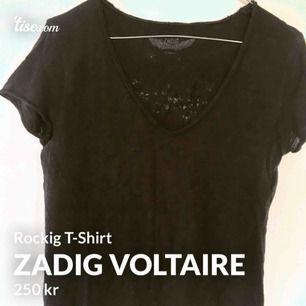 Säljer en av mina ZadigT-shirtar! Superfin med cool rygg!