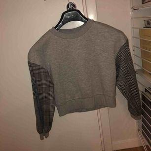 Nästan oanvänd tröja frakt till kommer
