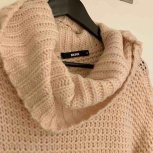 Superskön ljusrosa stickad tröja från BikBok som är använd ca endast 1 gång! Köparen står för frakt!