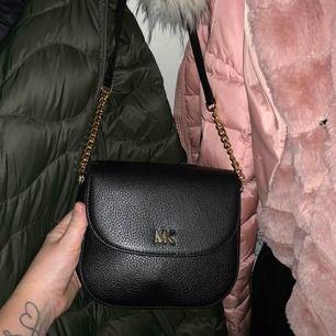 MK väska  Använd 1 gång  Köpt på Nelly för 1800kr