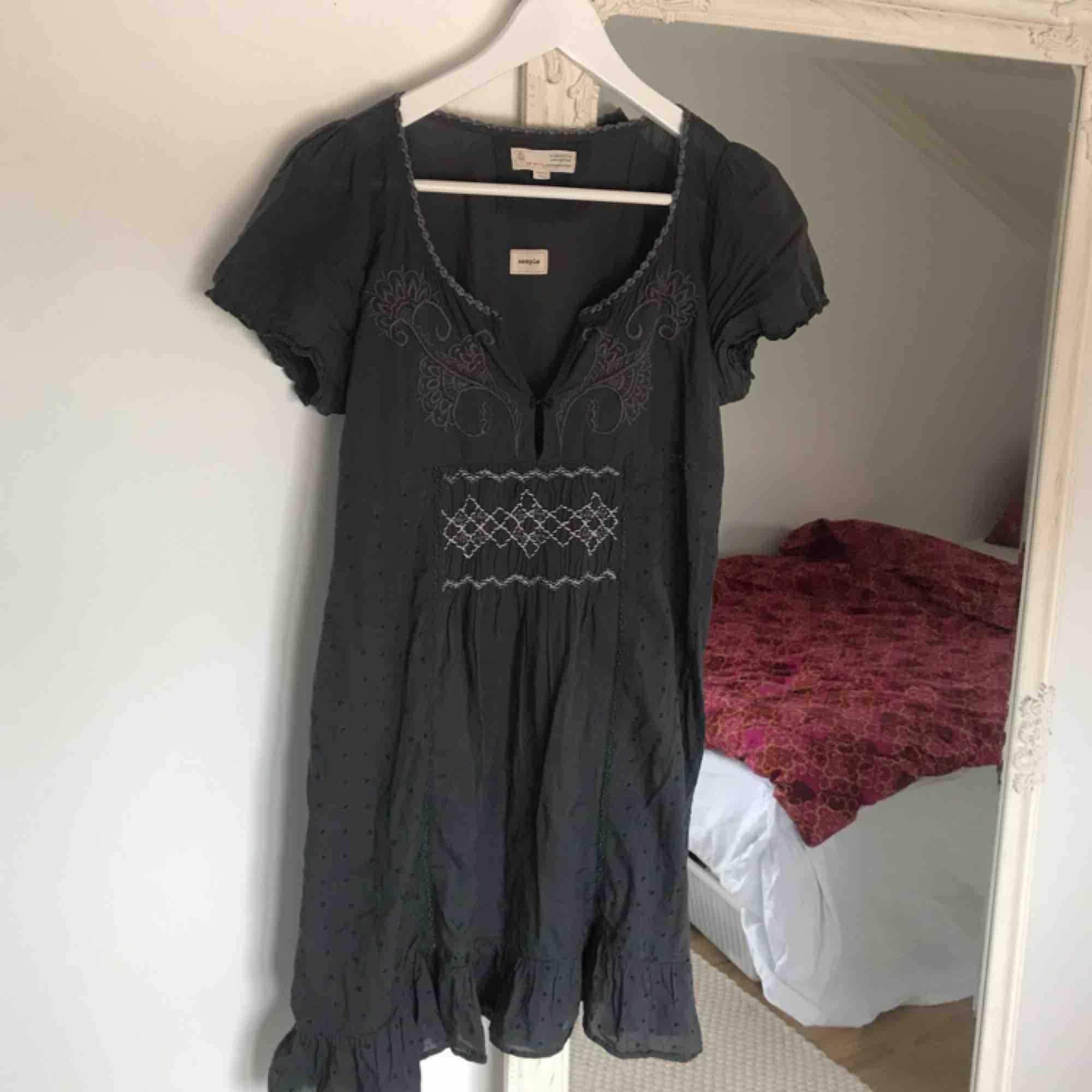 fdfe1f330f84 Grå klänning från märket Odd Molly - Odd Molly Klänningar - Second Hand