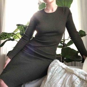 3516bf4c7531 Klänning från Bikbok som behöver en ny ägare! Sjukt bekväm och snygg som  passar på. Bik Bok. S. 90kr. 70-tals inspirerad American Vintage  sommarklänning.