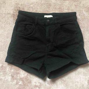 Svarta jeansshorts från hm. Oanvända.