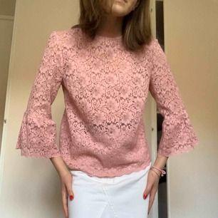 Såå söt ljusrosa blus från Zara, använd endast 1 gång så den är helt i nyskick!💓💖