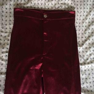 Vinröda disco pants från H&M. Jättestretchiga!