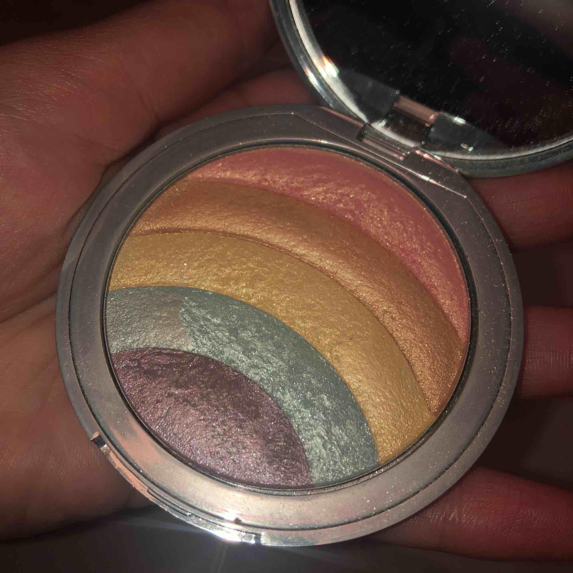 Too Faced Rainbow Strobe highlighter som aldrig är använd . Övrigt.