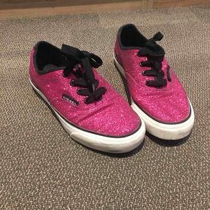 Äkta jätte fina rosa glittriga skor från Diesel. Använda endast en gång. Super sköna och utstickande skor💕