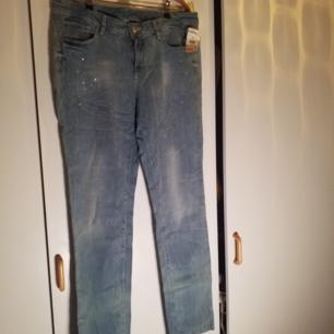Helt nya jeans