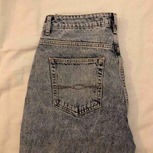 Såå snygga jeans från Zara. Säljs pga att dem är för stora :(  Väldigt sparsamt använda! Köpare står för frakten :)