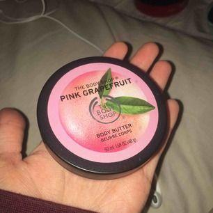 The body shop body butter (pink grapefruit), endast testad. Köparen står för frakten på 18kr😊
