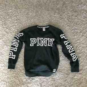 Knappt använd tröja från Pink i strl xs, men passar en S också. Nypris: ca 600kr. !!!Den är grönare i verkligheten!!!