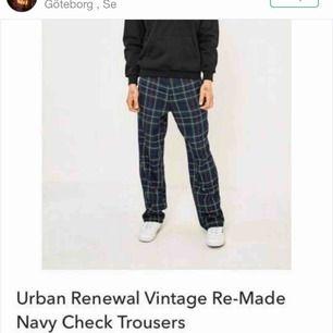 Ascoola byxor från urban outfitters. Passar både tjejer och killar. Säljer då dem är för stora för mig. Skriv för fler bilder! Frakt ingår :)