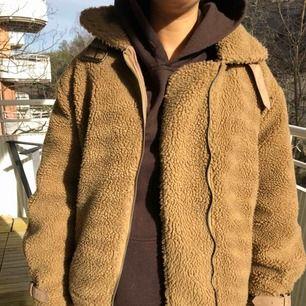 Teddy jacket från Nelly knappt använd storlek 36