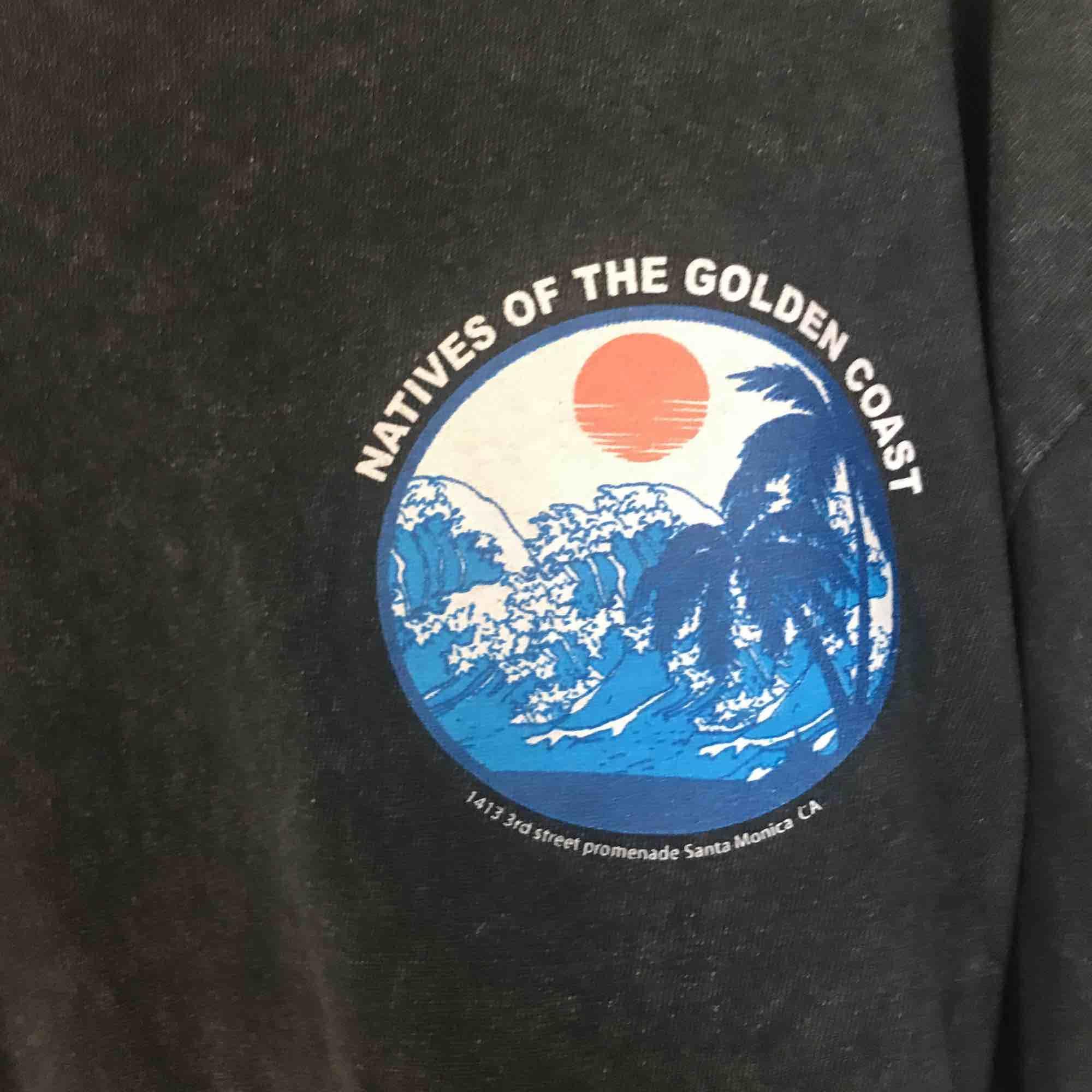 T-shirt från brandy Melville. Använt ett fåtal gånger, bra skick. Passar alla som har XS/M. Köparen står för frakt! . Toppar.
