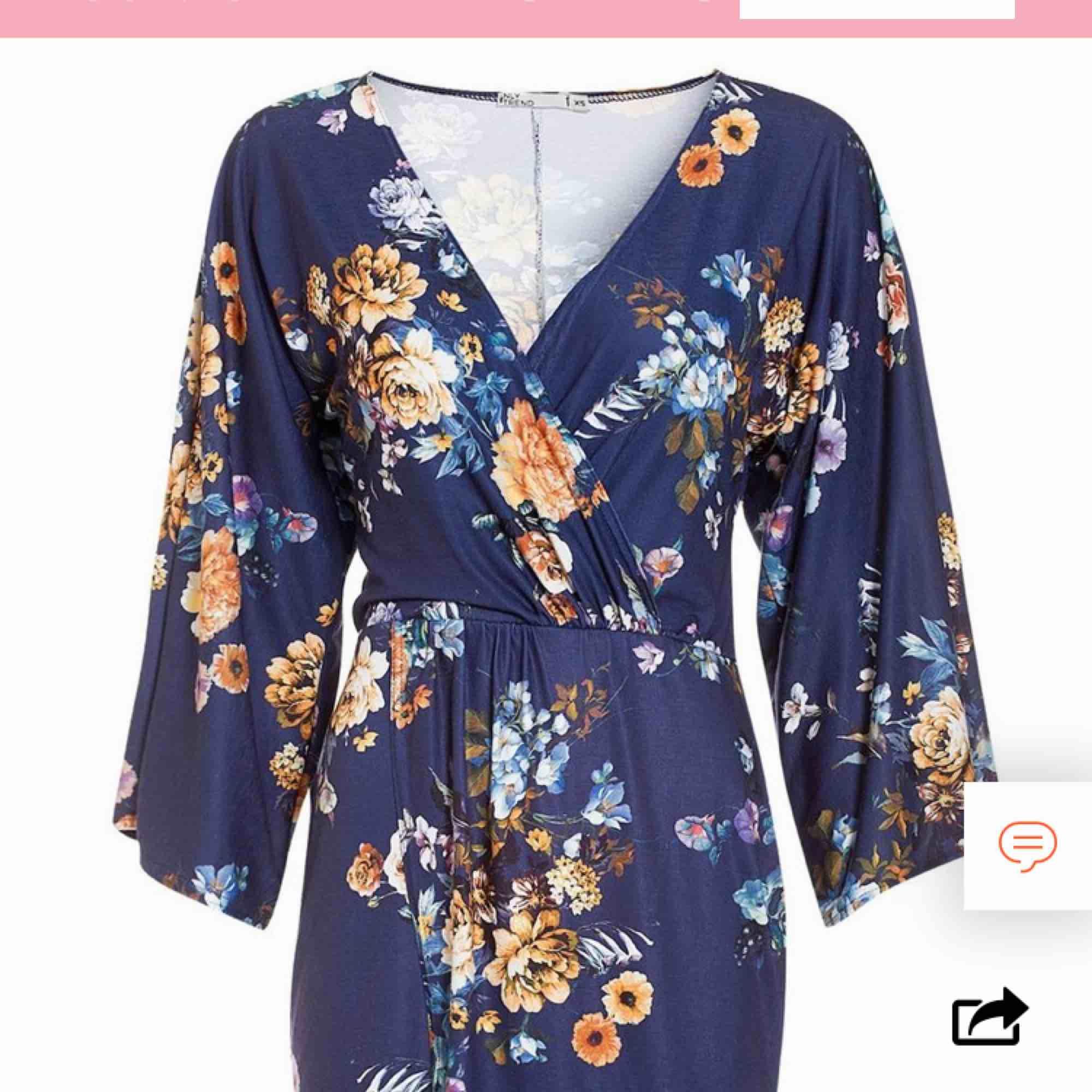 Oanvänd klänning från Nelly, storlek xs. Tags kvar. Fraktkostnad är inräknat i priset, betalning via swish 🌟 från djur-och rökfritt hem ❣️. Klänningar.
