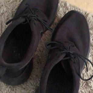Säljer ett par Nike Roshe one, köpa på zalando. De är använda men i fint skick! Frakt tillkommer