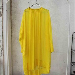 ✨ gul genomskinlig klänning, perfekt till sommaren -  vare sig till stranden eller i staden ✨