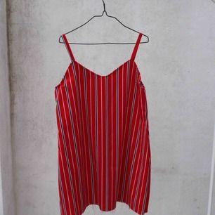 ❤️ röd randig gullig klänning från en second hand affär i London ❤️