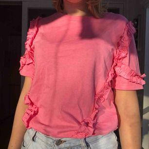 Fin rosa tröja helt fläckfri och knappt använd. Den är XS men passar bra på S också. Köparen står för frakt.