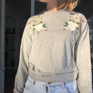 Fin sweatshirt från Cubus. Köparen står för frakt.