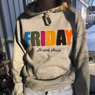 Snygg hoodie som är helt fläckfri från Cubus. Härligt material. Den är XS men passar bra på S också. Köparen står för frakt.