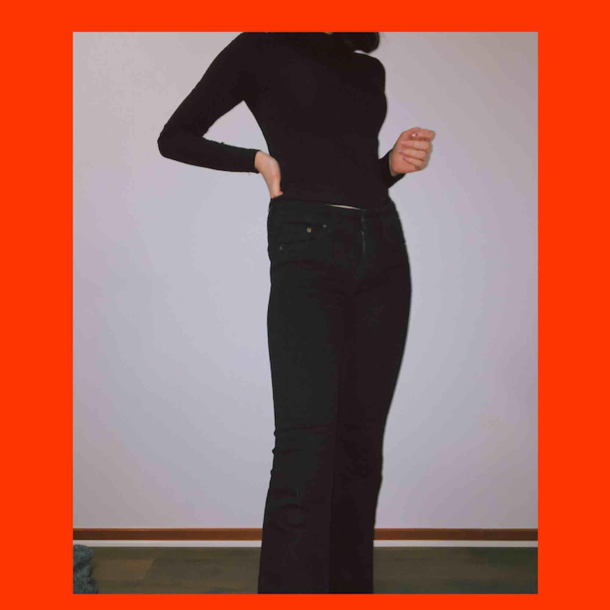beställde ett par byxor här från plick men de var inte alls som på bilderna, säljer de för samma pris då jag inte använt dem alls. frakt är redan inräknat. Jeans & Byxor.