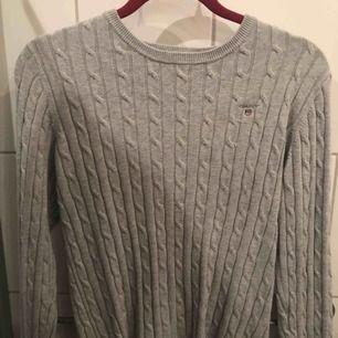 Kabelstickad grå gant tröja Använd kanske 5-10 gånger och är i gott skick