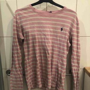Äkta Ralph lauren tröja i rosa randigt motiv Bra skick