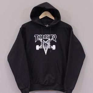 Thrasher hoodie, köpt i Vietnam så ej äkta🙂 Strl S men sitter som XS. Använd några gånger. Kan mötas upp i Sthlm eller skicka med posten (köparen står för frakten)