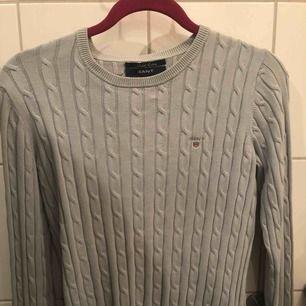 Ljusblå kabelstickad GANT tröja Bra skick