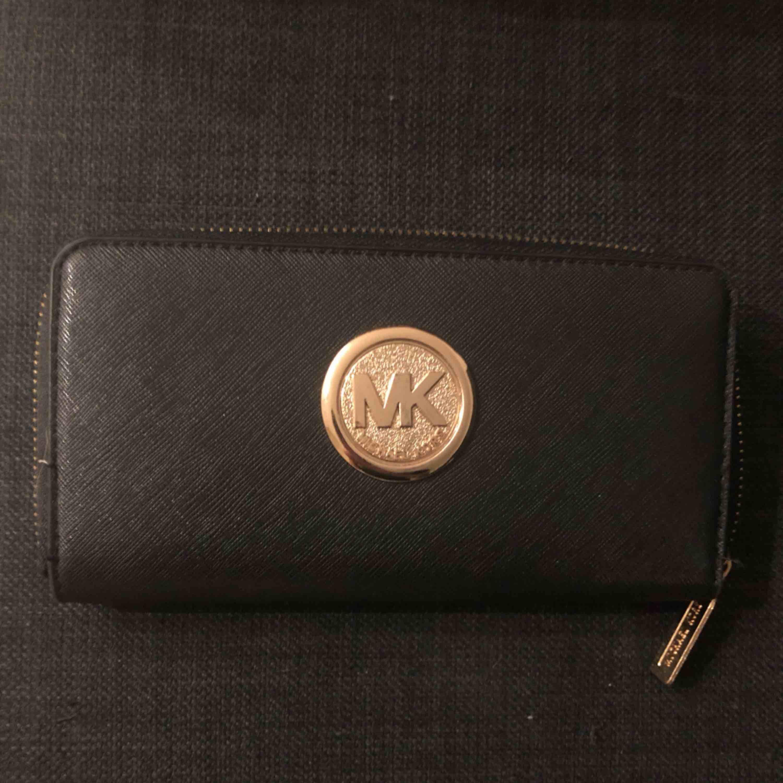 Michael kors plånbok. Väskor.