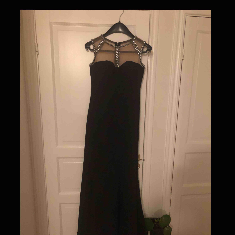 Snyggaste balklänningen!!!!  har använt den 2 ggr totalt. Köpt för 4000kr från Berlin. Priset kan diskuteras :) Måste sälja den för den är tyvärr för liten för mig :(. Klänningar.