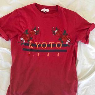 T-shirt från urban outfitters, perfekt skick!