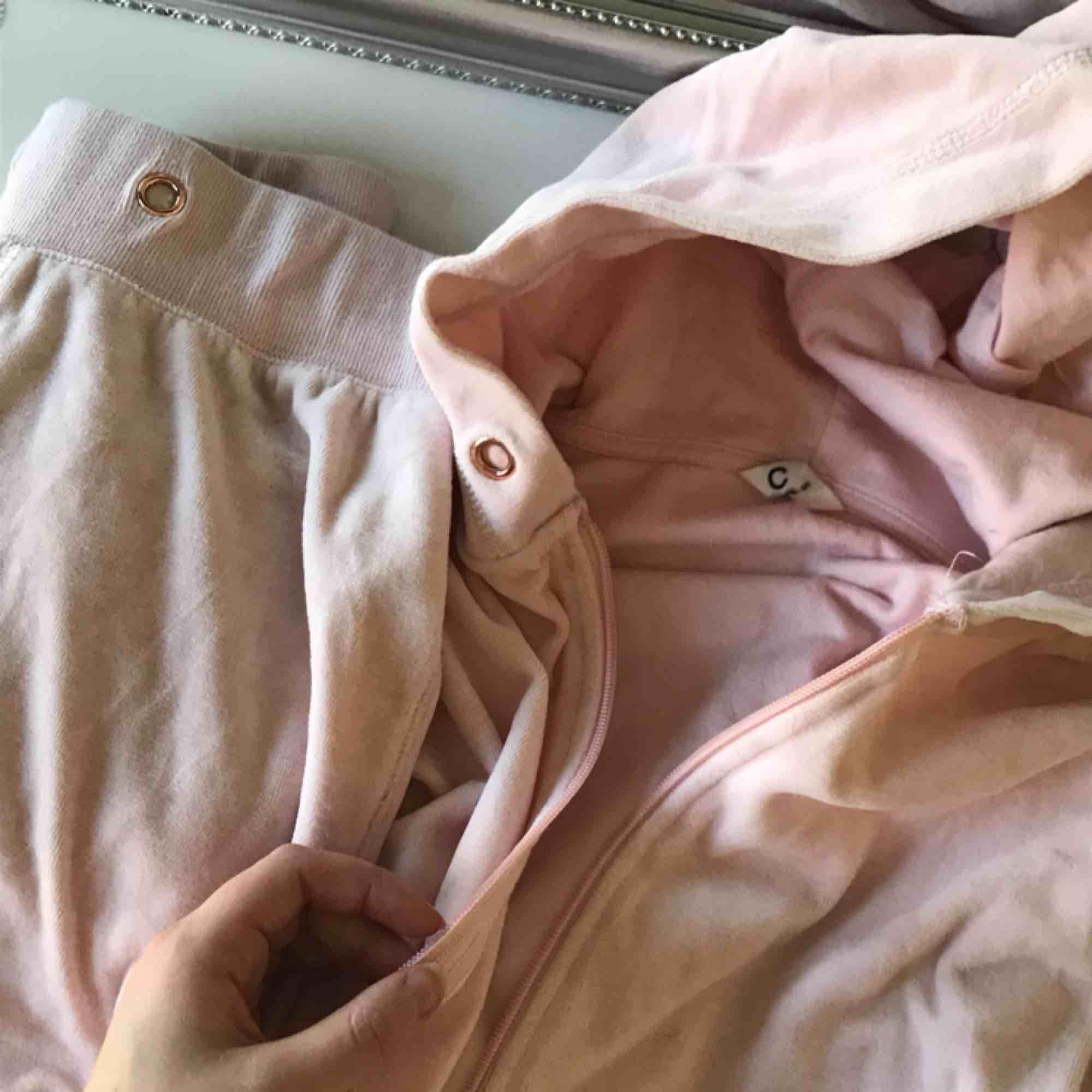 100kr för hela mjukissettet från Cubus, väldigt bra skick, då jag inte använd det så mycket💕. Huvtröjor & Träningströjor.