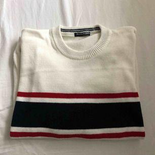 Stickad tröja från Brandy Melville. Den är randig på både fram och baksida. Jättefint skick!