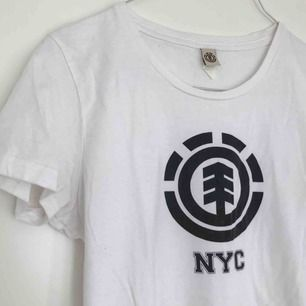 Element tshirt köpt i NYC. I fint skick. 💌