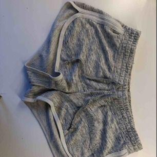 Gråa shorts från hollister Fint skick
