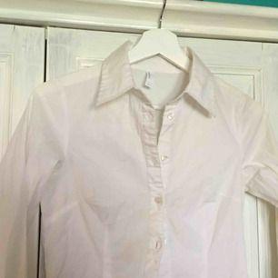Frakt inkl En helt vanlig skjorta som inte kommer så mycket till användning