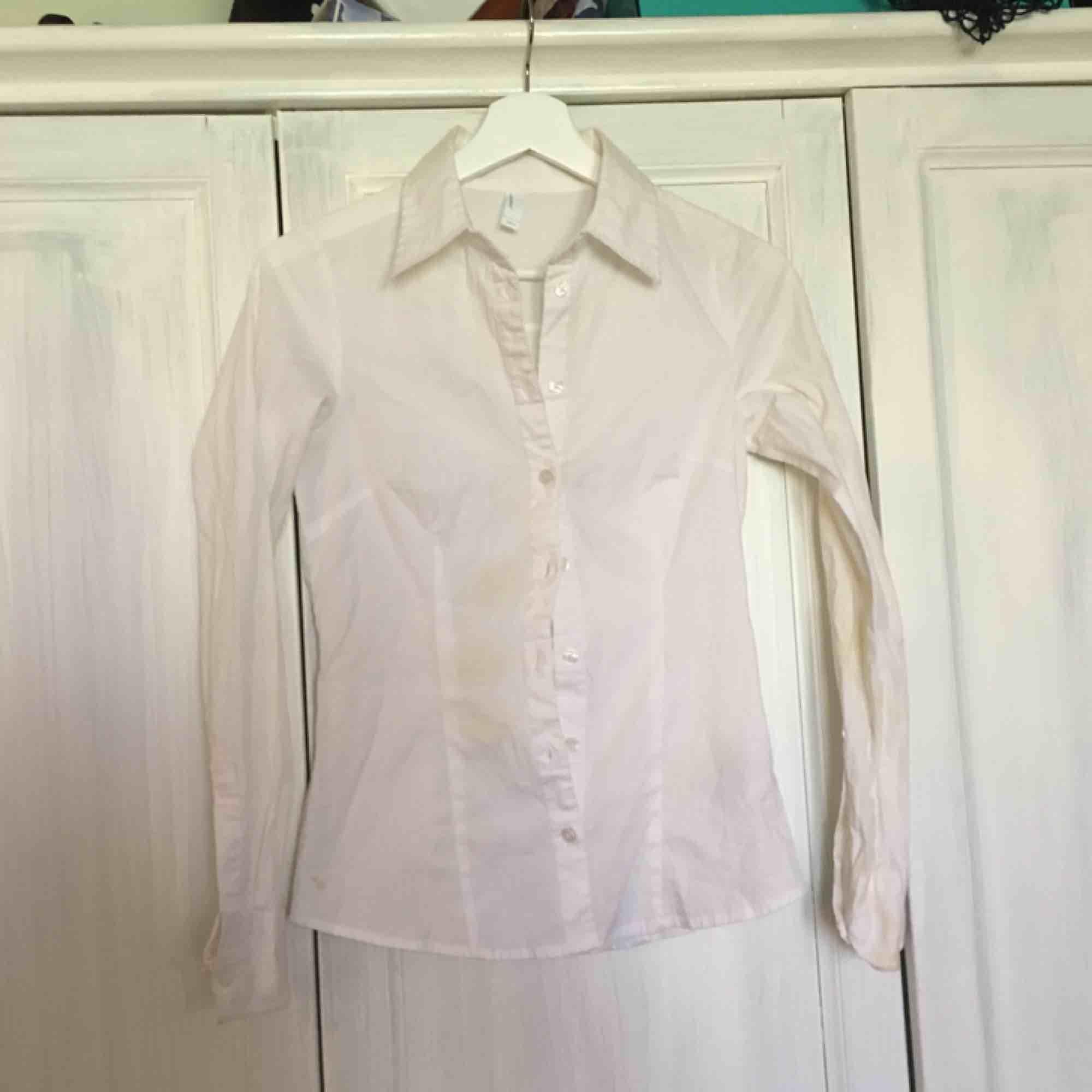 Frakt inkl En helt vanlig skjorta som inte kommer så mycket till användning. Skjortor.