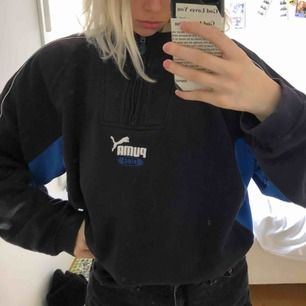 Blå svartish puma tröja köpt från humana second hand