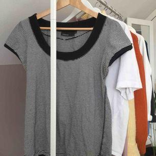 Oanvänd tröja, står L men skulle möjligtvis passa en M:) Jättefin💕