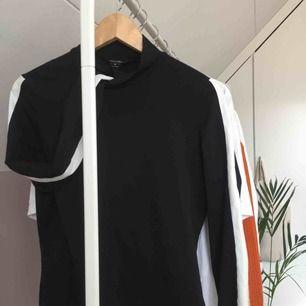 Jättefin tröja som aldrig varit till användning innan:( Nyskick och jättefin💕 Upplagd på andra sidor:)