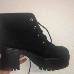 Mini heeled boots